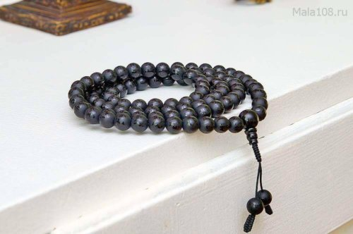 Буддийские четки из черного матового агата c гравировкой мантры «Ом мани падме хум»