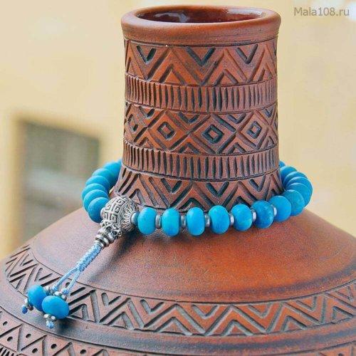 Буддийские четки-браслет из тонированного матового агата 27 бусин, они же — четки на руку