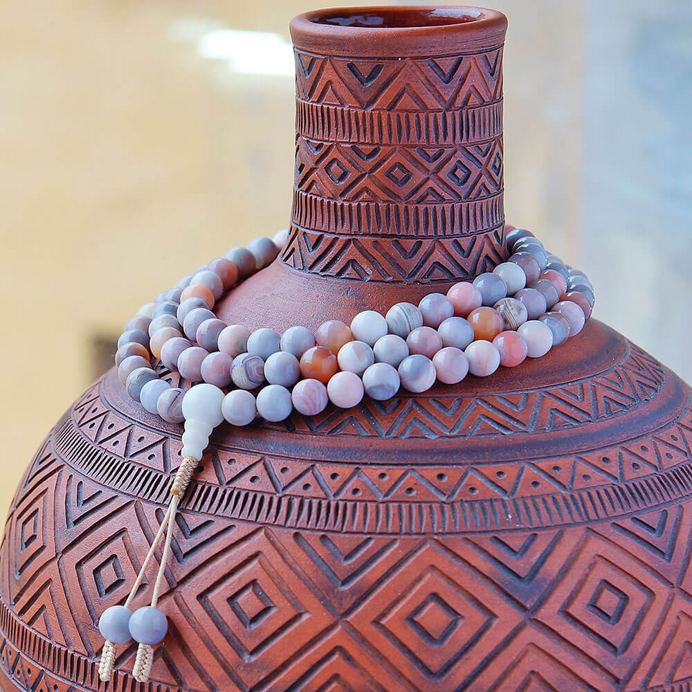 Классические буддийские четки из агата, добытого на месторождениях Ботсваны