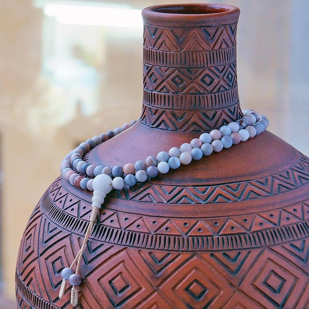 Изящные буддийские четки из агата, добытого на месторождениях Ботсваны