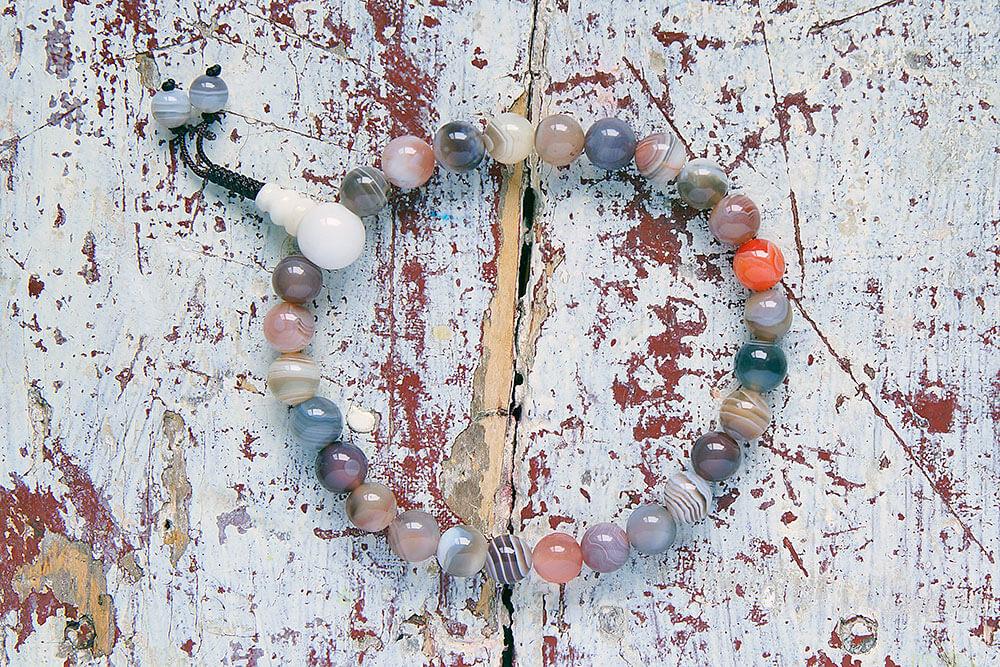 Буддийские четки-браслет из полированного бразильского агата 27 бусин, они же — четки на руку