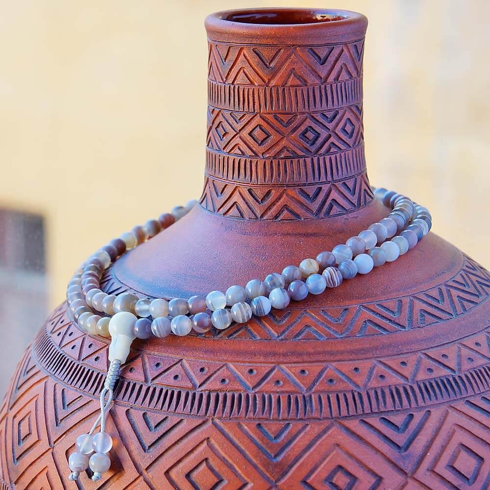 Изящные буддийские четки из агата, добытого на месторождениях Бразилии