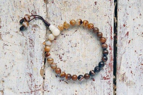 Буддийские четки-браслет из тонированного матового агата, они же — четки на руку