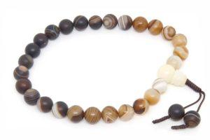 Буддийские четки-браслет из тонированного матового агата 27 бусин