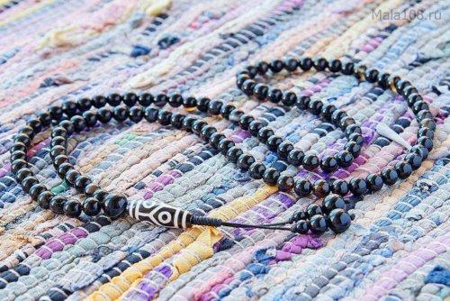 Классические буддийские четки из черного полированного агата с бусиной Дзи