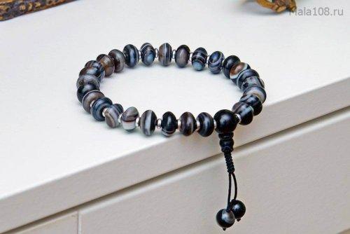 Полноразмерные буддийские четки-браслет из черного полированного агата, они же — четки на руку
