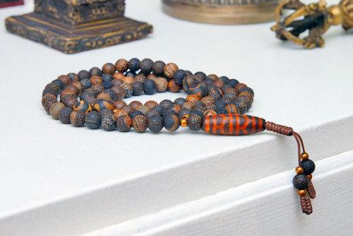 Классические буддийские четки из коричневого термообработанного агата с бусиной Дзи
