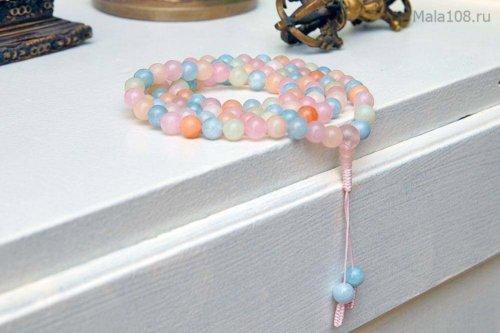 Классические буддийские четки из берилла различных оттенков (розовый морганит, голубой аквамарин, зеленый гешенит)