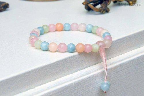 Классические буддийские четки-браслет из берилла различных оттенков (розовый морганит, голубой аквамарин, зеленый гешенит), они же — четки на руку