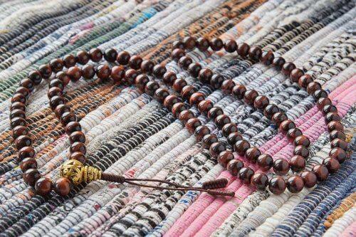 Крупные буддийские четки из камня бычий глаз 108 бусин