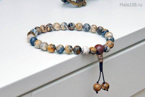Буддийские четки-браслет из бразильского халцедона, они же — четки на руку