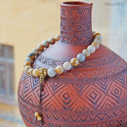 Крупные буддийские четки-браслет из полированного желтого коралла, они же — четки на руку