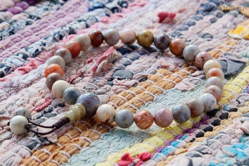 Буддийские четки-браслет из полированного коралла, они же — четки на руку