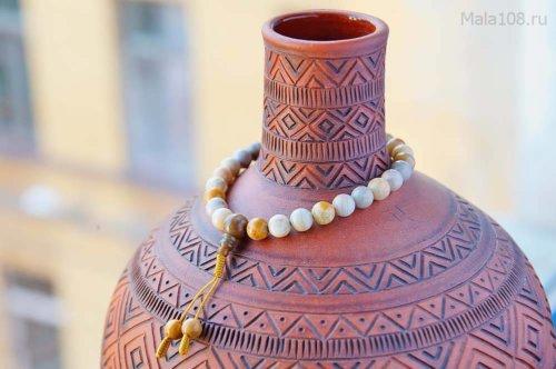 Буддийские четки-браслет из желтого коралла, они же — четки на руку