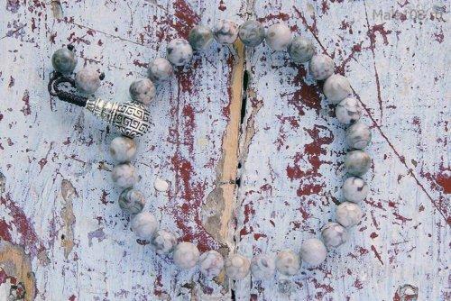 Классические буддийские четки-браслет из ракушечника Каури, они же четки на руку