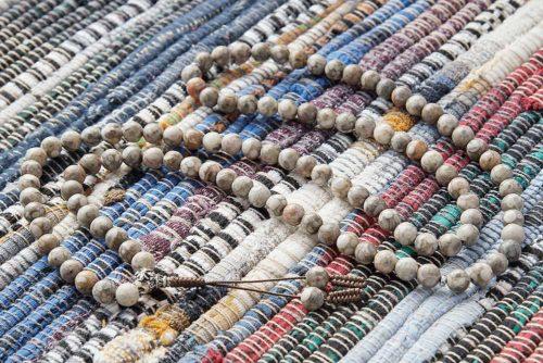 Буддийские четки из ракушечника Каури 108 бусин с серебряной гуру