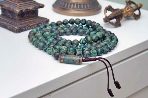 Крупные буддийские четки из 108 зеленых бусин Дзи