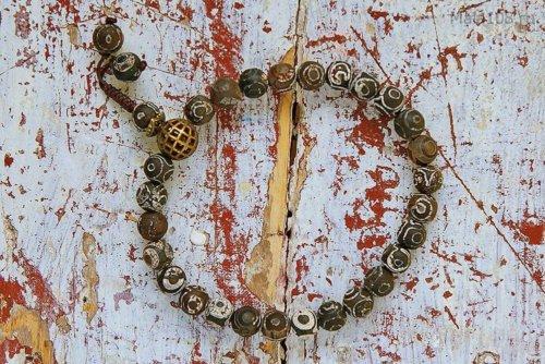 Буддийские четки-браслет из бусин Дзи с рисунком 3 глаза, они же — четки на руку