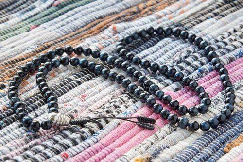 Классические буддийские четки из соколиного глаза с серебряной гуру