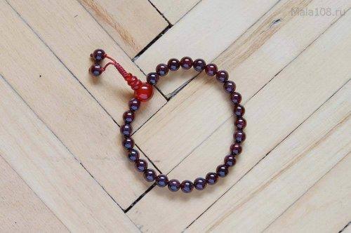 Изящные буддийские четки-браслет из красного граната 27 бусин, они же — четки на руку