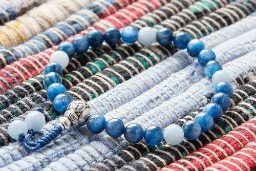 Буддийские четки-браслет из кианита и ангелита 27 бусин с серебряной гуру