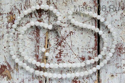 Буддийские четки из лунного камня 108 бусин с серебряной гуру