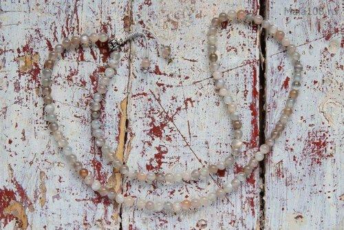 Изящные буддийские четки из полированного лунного камня с серебряной гуру