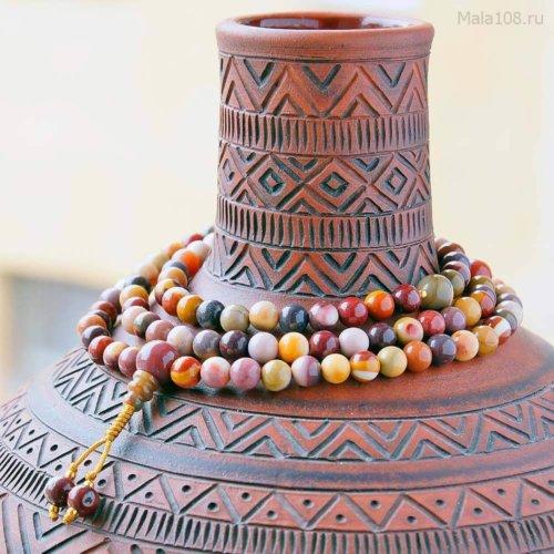 Изящные буддийские четки из яшмы мукаит