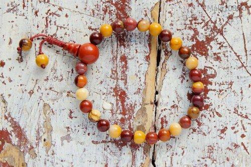 Изящные буддийские четки-браслет из яшмы мукаит, они же — четки на руку