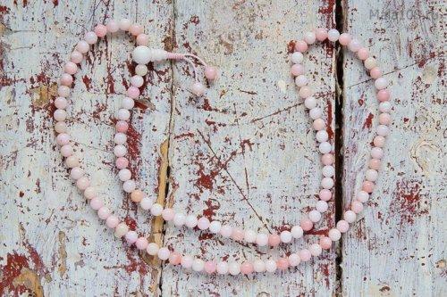 Изящные буддийские четки из полированного опала розового оттенка
