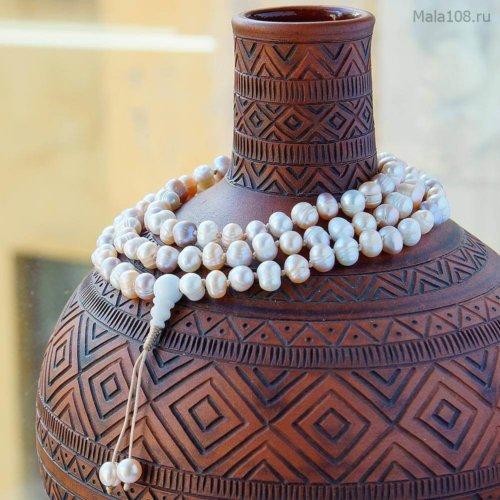 Классические буддийские четки из крупных жемчужин разных оттенков