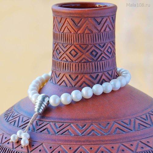 Классические буддийские четки-браслет из жемчуга c серебряной гуру, они же — четки на руку