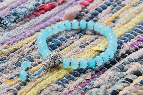 Буддийские четки-браслет из тонированного кварца, они же — четки на руку