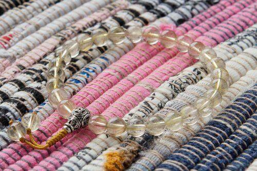 Буддийские четки-браслет из рутилового кварца волосатика 27 бусин