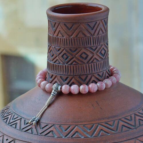 Буддийские четки-браслет из родохрозита с серебряной гуру 27 бусин