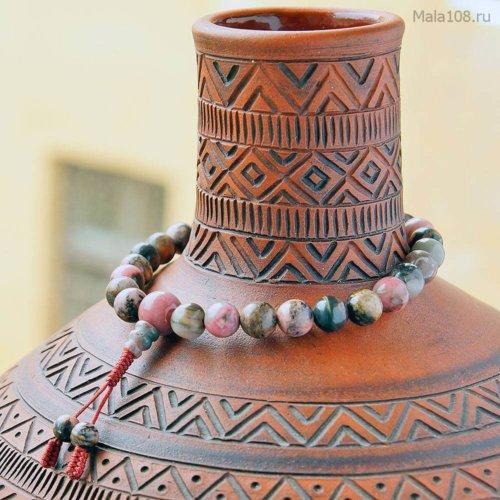 Буддийские четки-браслет из полированного родонита, они же — четки на руку