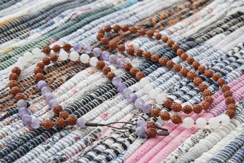 Буддийские четки из рудракши, матового аметиста и кварца 108 бусин
