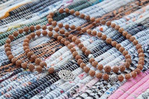 Буддийские четки из рудракши с подвеской «Ом» 108 бусин