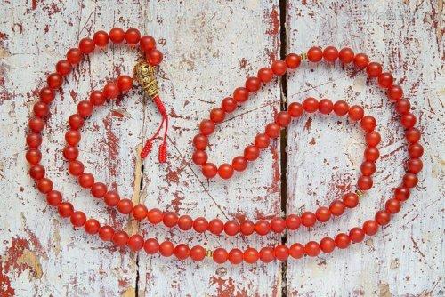 Крупноразмерные буддийские четки из матового сердолика