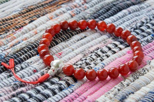 Крупные буддийские четки-браслет из сердолика с серебряной гуру