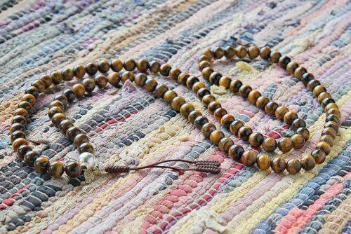 Крупные буддийские четки из камня тигровый глаз 108 бусин с серебряной гуру