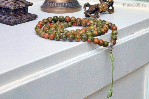 Крупные буддийские четки из полированного унакита