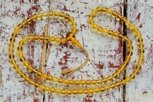 Изящные буддийские четки из янтаря оттенка «лимон»