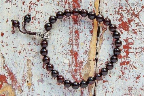 Изящные буддийские четки-браслет из янтаря оттенка «коньяк», они же — четки на руку