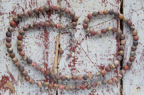 Буддийские четки из матовой яшмы 108 бусин с серебром