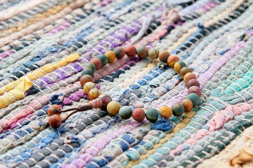 Буддийские четки-браслет из матовой яшмы расцветки пикассо, они же — четки на руку