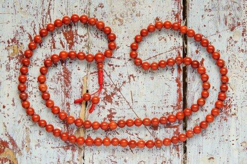 Классические буддийские четки из красной яшмы