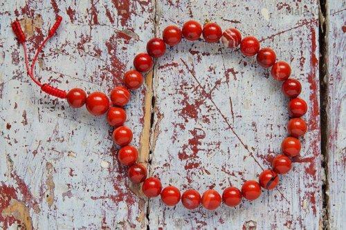 Крупные буддийские четки-браслет из красной яшмы 27 бусин, они же — четки на руку