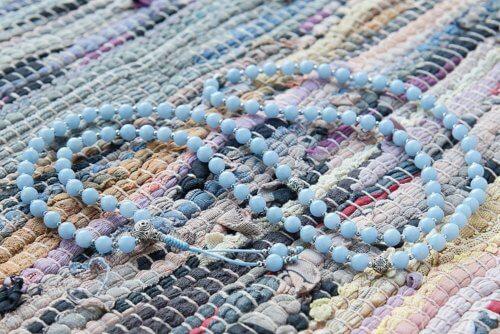 Изящные буддийские четки из ангелита с серебряной гуру 108 бусин
