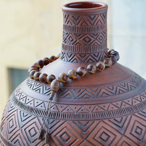 Крупные буддийские четки-браслет из бусин Дзи, они же четки на руку